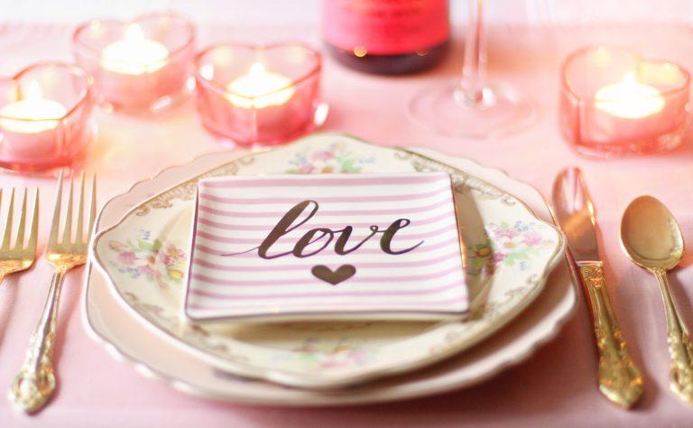 come creare una cena romantica estiva con le candele