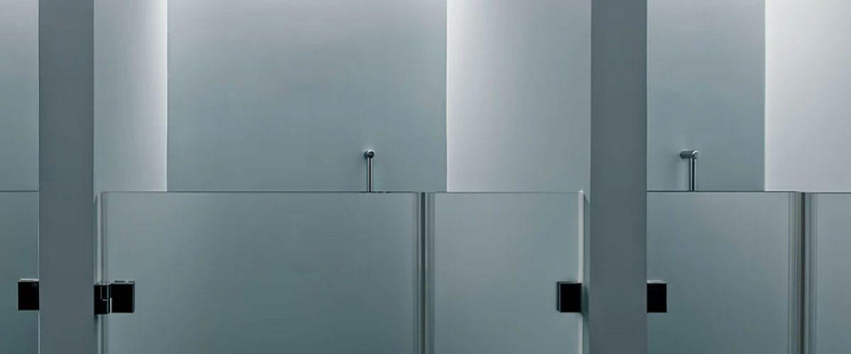 Come togliere il silicone dal vetro del box doccia